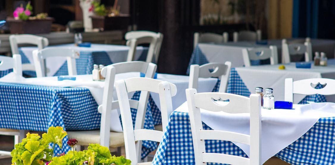 Fotolia_76847354-Greek-tavern.jpg