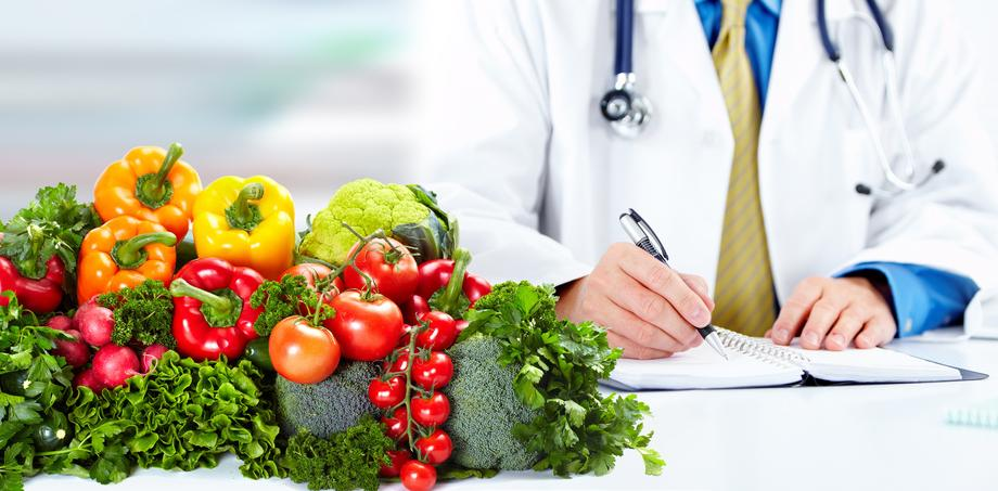 HealthProfessional-writingnotes-vegetables-Fotolia_69013562_S.jpg