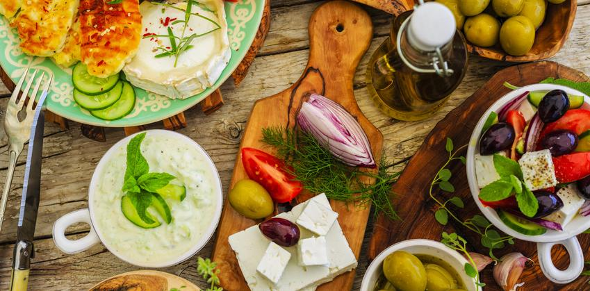 Mezze-Greece-Olives-Feta-veggies-Fotolia_85242794.jpg