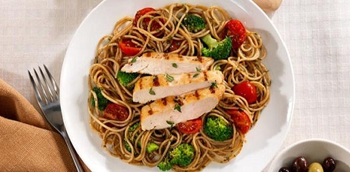 Spaghetti with Tomato, Chicken, Pesto