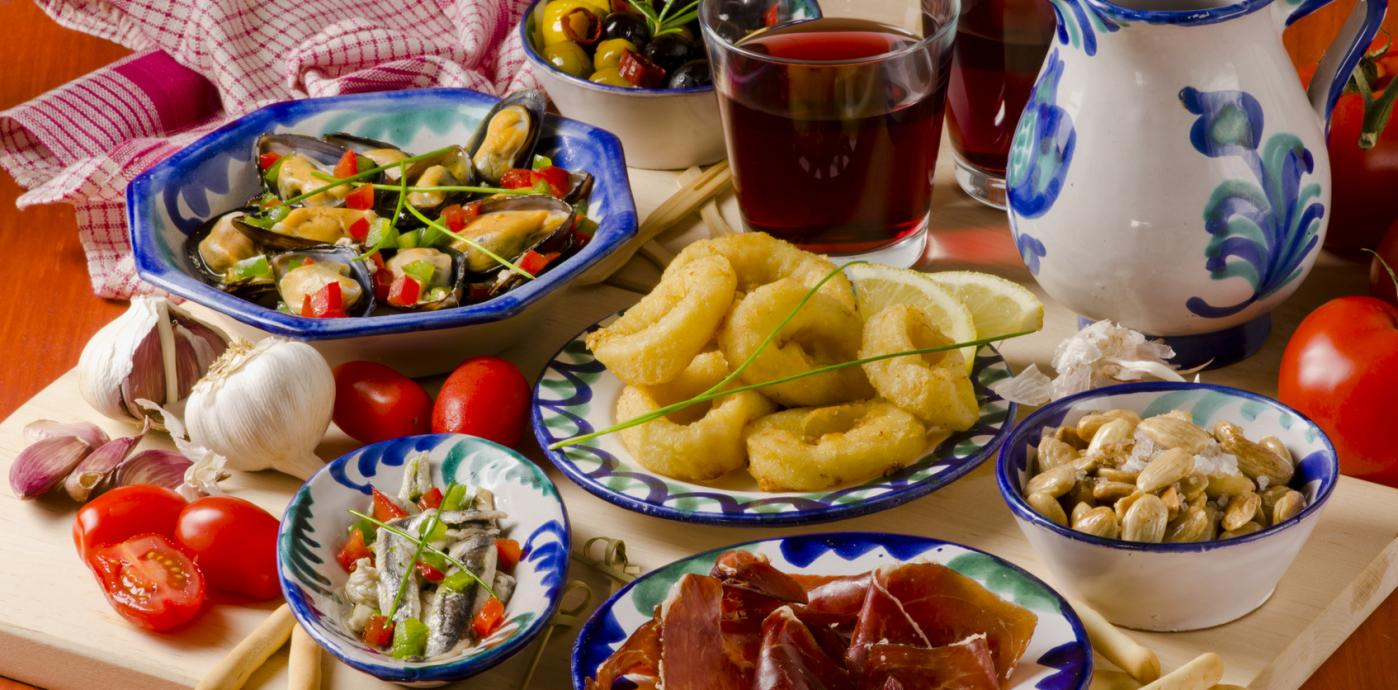 Tapas-Calamari-Mussels-MarconaAlmonds-Proscuitto-Olives-Fotolia_55152551_M.jpg
