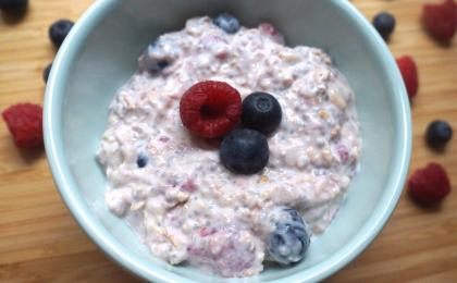 overnight oatmeal with berries