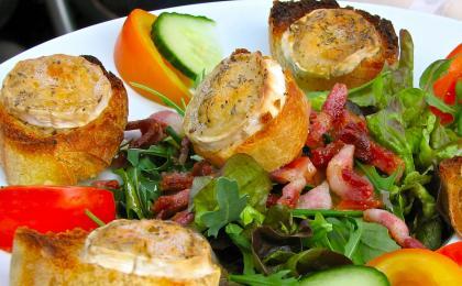 Salade au Chevre Chaud (Salad with warm goat cheese)