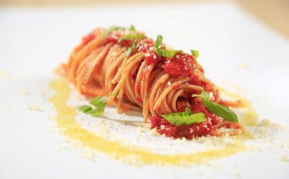 spaghetti_tomato_basil_parmigiano_Barilla.jpg