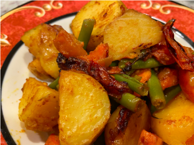 cooked potato wedges mixed with vegetables