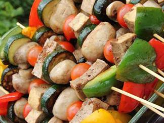 Tofu on skewers with mushrooms and peppers