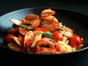Pasta with clams in red sauce