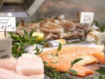 SeafoodCounter-iStock_000000371092Small.jpg
