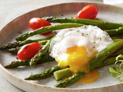 d-poached-eggs-asparagus-tomatoes-2100x963-1.jpg