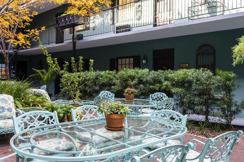 Courtyard of the Indigo Inn in Charleston, SC